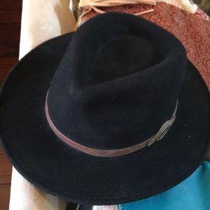 Magellan Black Wool hat